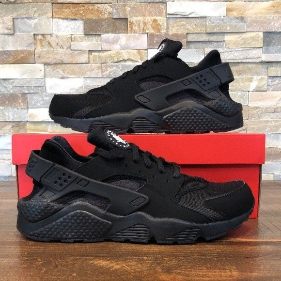 ecae58c7ee048 Nike Air Huarache RUNNING SHOES TRIPLE Black. M 5ae4a976d39ca23c6fca6cb6